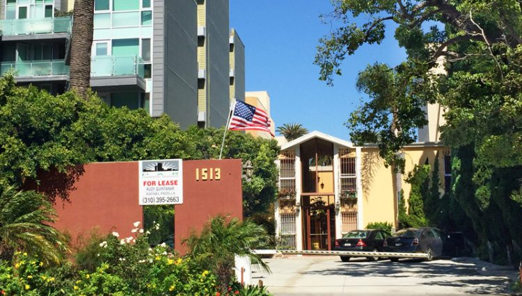 Exterior Street, Parking and Building Facade View of OFFICE FOR LEASE - Par Commercial Brokerage - 1513 6th Street #103, Santa Monica, CA 90401