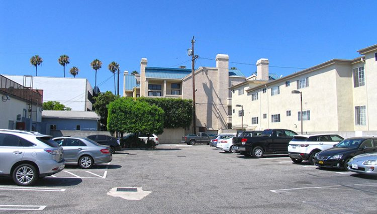 Exterior Rear Parking Lot View of Retail Space For Lease at 925 Wilshire Blvd, Santa Monica, CA 90401, Listed by Par Commercial Brokerage
