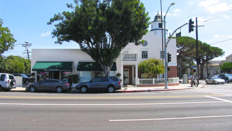Exterior Street Corner and Building Facade View of Office Space for Sublease - Par Commercial Brokerage - 2852 Barrington Avenue, Los Angeles, CA 90064