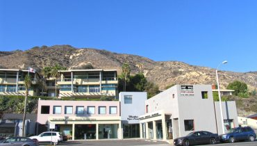 Building Facade and Street View of Prime Retail Space For Lease - Par Commercial Brokerage - 22633 Pacific Coast Highway, Malibu, CA 90265