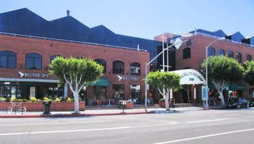 Exterior Street and Facade View of Retail Space For Lease - Par Commercial Brokerage - 3110 Main Street, Santa Monica, CA 90405