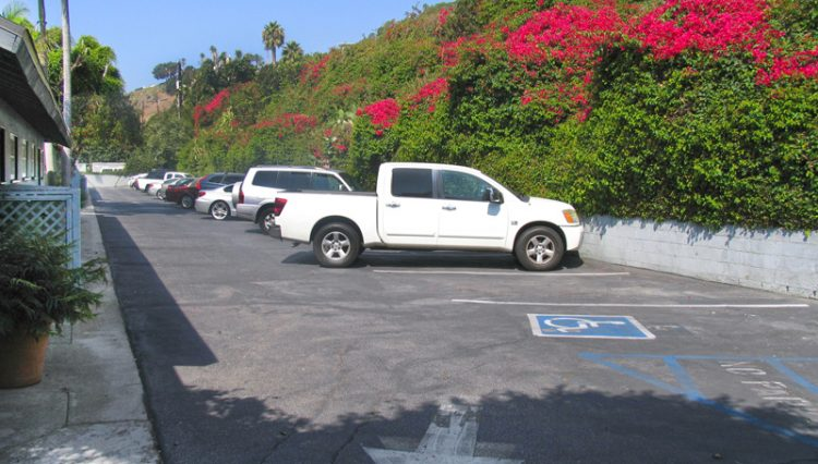 Exterior Side Parking Lot View of Office Studio Space For Lease - Par Commercial Brokerage-22653 Pacific Coast Highway, Malibu, CA 90265