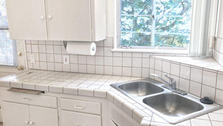 Interior View of an Apartment White Kitchen at 811 to 813 18th Street, Santa Monica, CA 90403