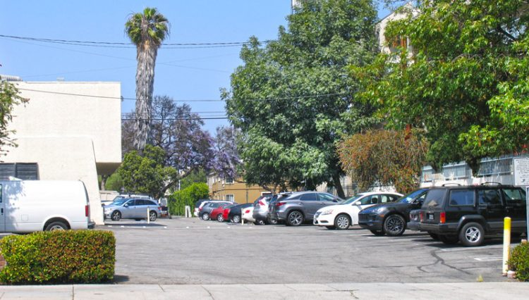 Parking Lot View of Restaurant Retail Space For Lease at 2002 Wilshire Boulevard, Santa Monica CA 90403