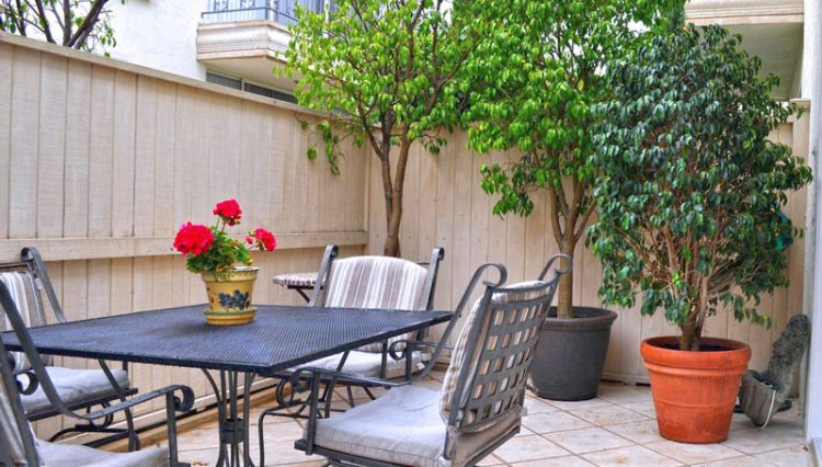 Outdoor Patio View of 2 Bedroom Condo For Lease at 813 15TH STREET, SANTA MONICA, CA 90403