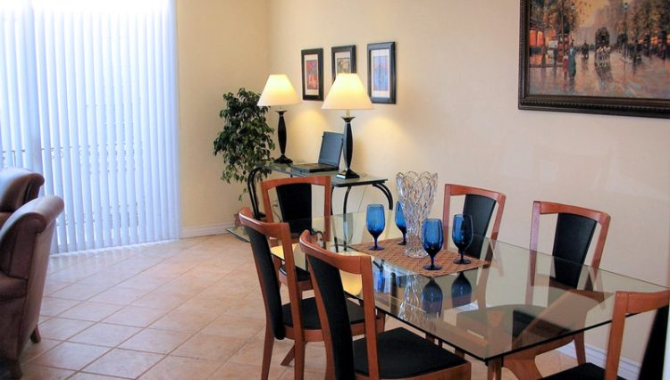 Living Room and Dining Room View of 2 Bedroom Condo For Lease at 813 15TH STREET, SANTA MONICA, CA 90403