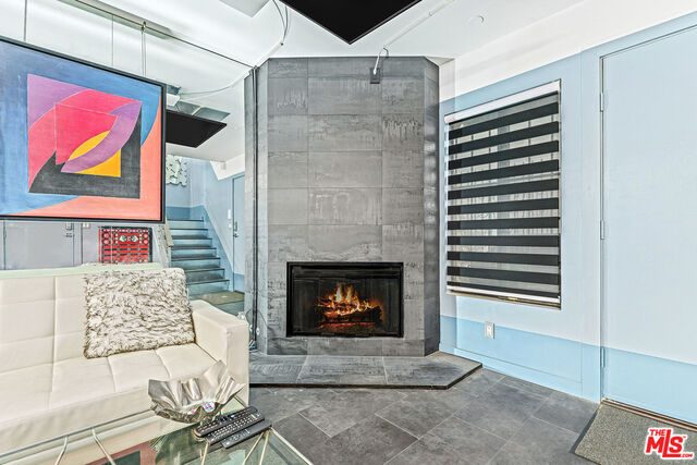 lv rm fireplace